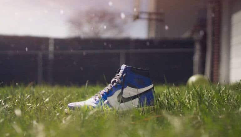 Jordan sneaker in grass
